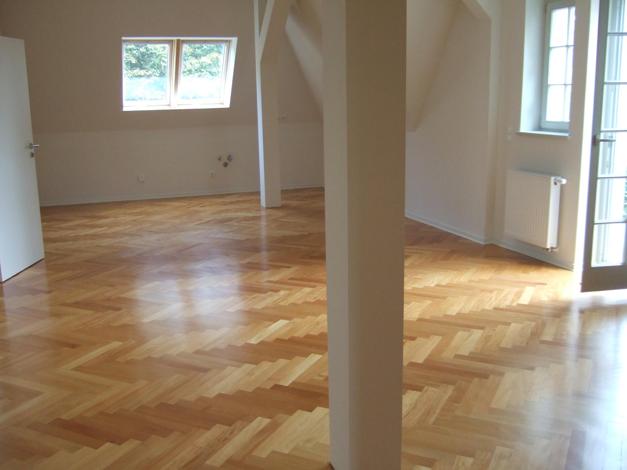admiralswohnung parkett fischgr t. Black Bedroom Furniture Sets. Home Design Ideas