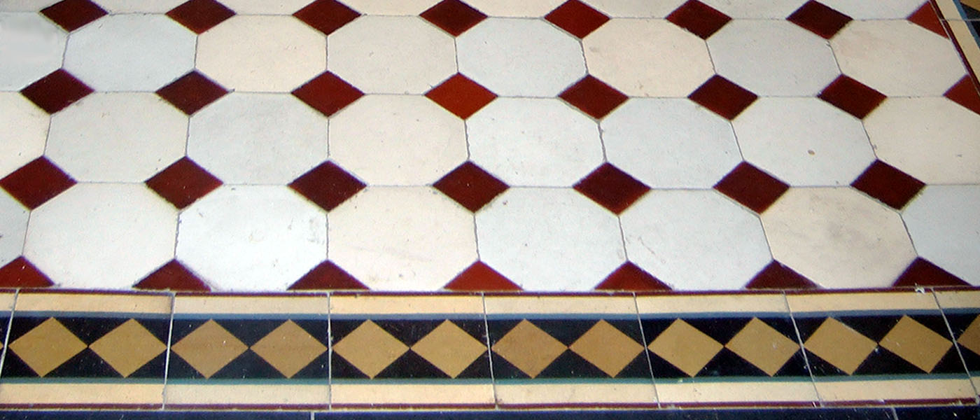 Historische Villeroy Boch Fliesen Eingang |