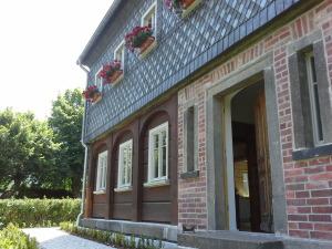 Detail Blockbohlenwand Schieferfassade